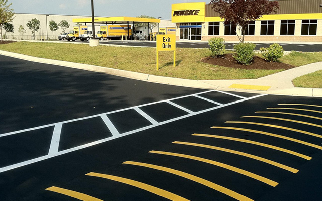 penske-sprred-bump-striping